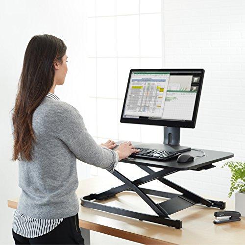 AmazonBasics - Höhenverstellbarer Aufsatz für den Schreibtisch, zum Arbeiten im Sitzen oder Stehen - 2